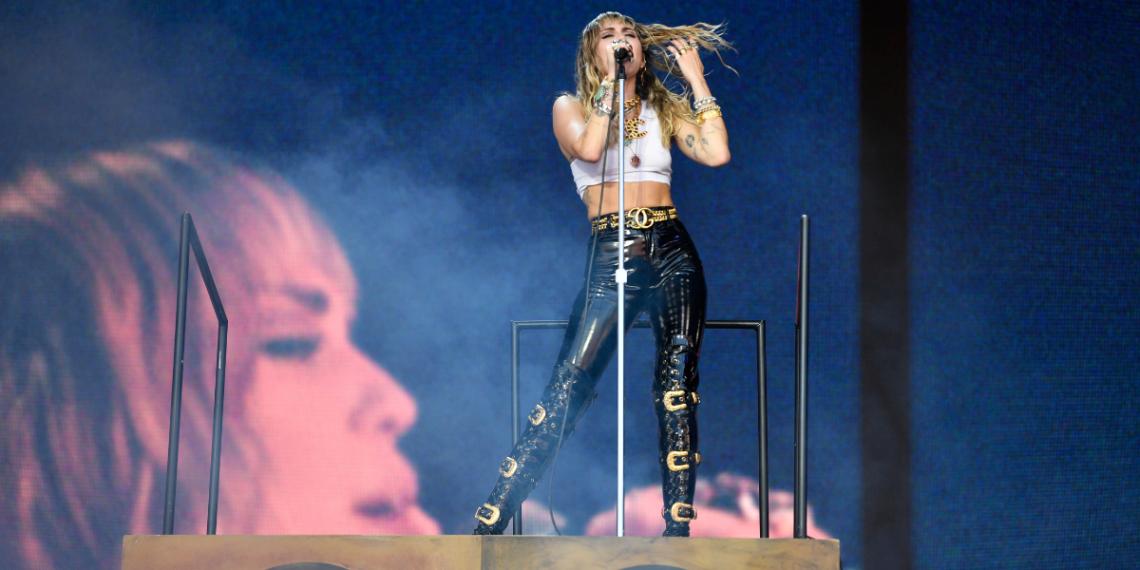 Miley Cyrus deslumbra en su concierto para los trabajadores de la salud en el Super Bowl LV