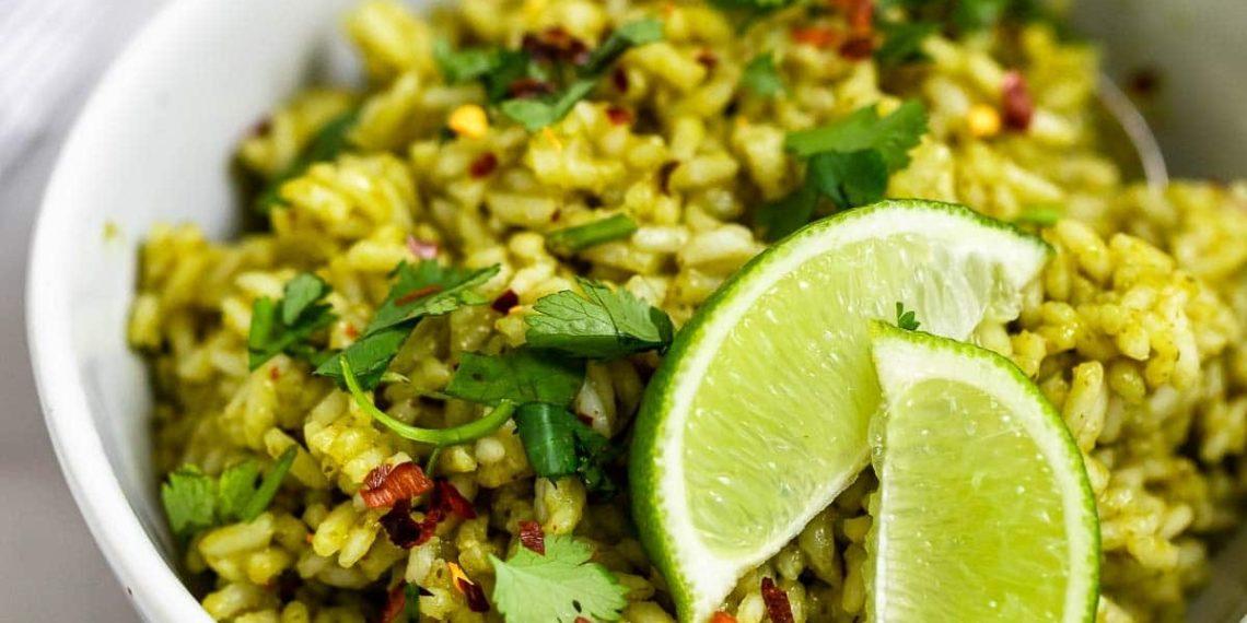 Ingredientes y receta para preparar arroz verde con cilantro