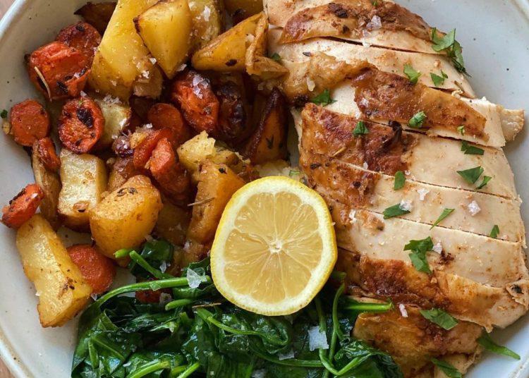 Pollo, papa y espinacas