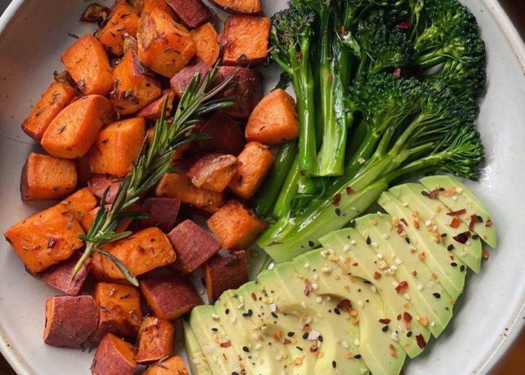 Batata, aguacate y brócoli