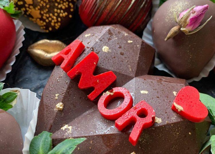 Corazones de chocolate rellenos para romper
