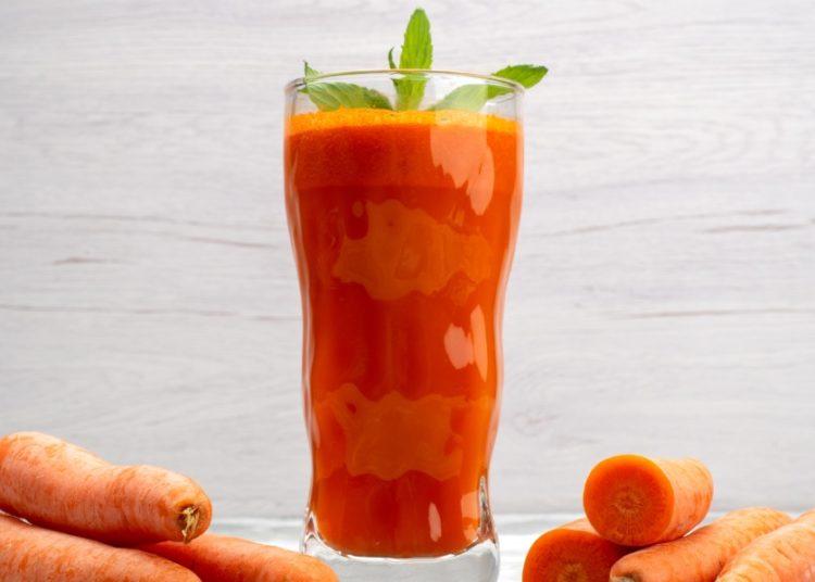 Licuado con naranja y apio