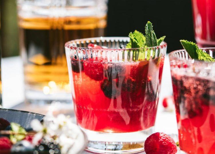Bebida con frutos rojos