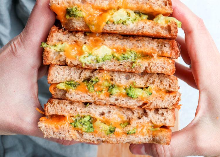 Brócoli y queso cheddar