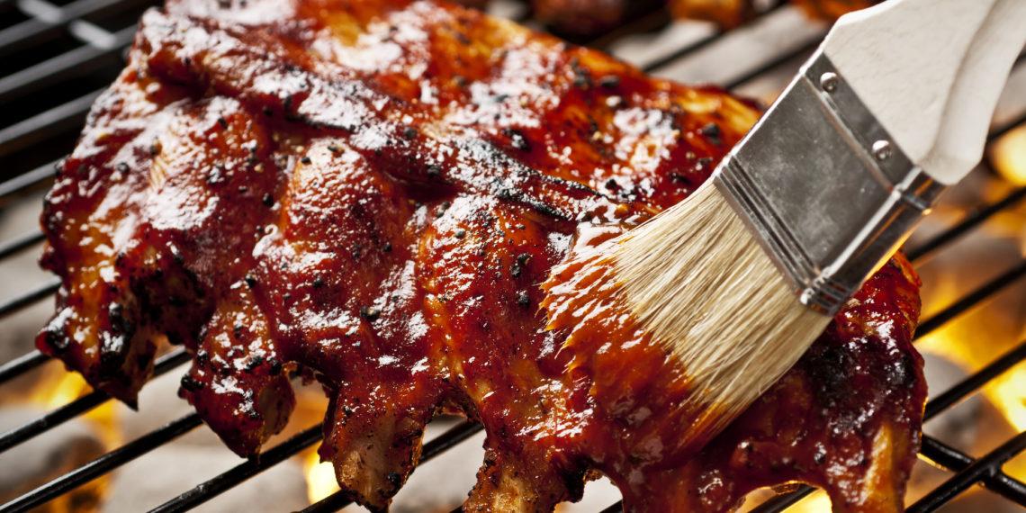 Receta de salsa BBQ para untar sobre alitas, chuletas y pollo