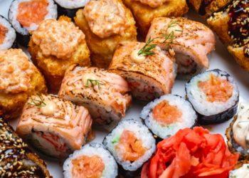 Cómo hacer rollos de sushi de salmón ahumado