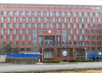 OMS visita laboratorio de Wuhan objeto de polémica sobre el origen del COVID-19