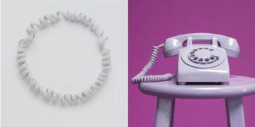 El collar de la compañía Bottega Veneta ha sido objeto de burlas por su semejanza a un cable telefónico