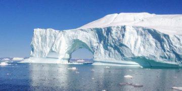 El iceberg más grande del mundo se desintegró en pedazos en el océano Atlántico