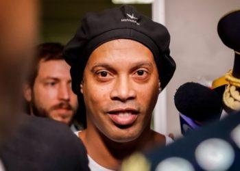 Estilo de vida de Ronaldinho comienza a preocupar a su entorno