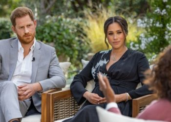 El príncipe Harry de Gran Bretaña y su esposa Meghan Markle, duquesa de Sussex. Foto: AFP -Harpo Productions - Joe Pugliese