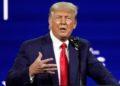 Trump reaparece criticando las políticas de Biden