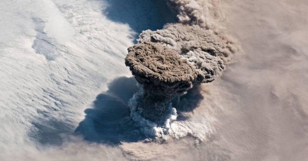 erupción del volcán Raikoke captado desde el espacio