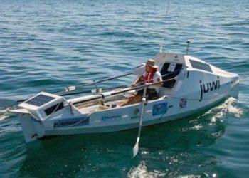 El sudafricano Zirk Botha impone un récord mundial tras cruzar el Océano Atlántico en remo. Foto: EFE
