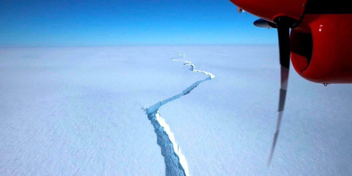 iceberg se desprende de la Antártida