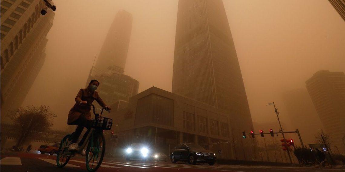 Tormenta de arena en China agrava los problemas de contaminación