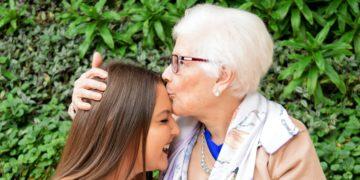 Las mujeres heredan la genética y el temperamento de sus abuelas maternas, según estudios
