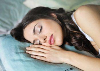 5 maneras en las que dormir te ayuda a mantener un peso saludable, según la ciencia