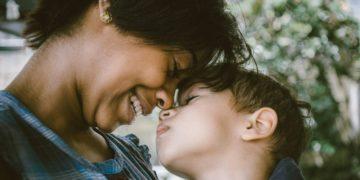 """Colegios españoles piden no celebrar Día de la Madre y del Padre por ser """"discriminatorios"""""""