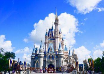 El emocionante reencuentro de una pareja en Disney tras meses separados por la pandemia