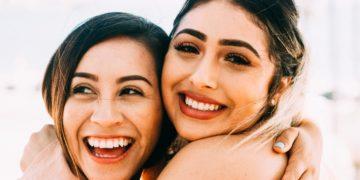 Las amigas también rompen el corazón y es similar a una ruptura amorosa, según psicólogos
