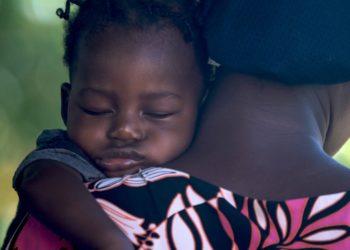 Maternidad en riesgo: políticas laborales amenazan la lactancia, los ingresos y la salud de las mujeres