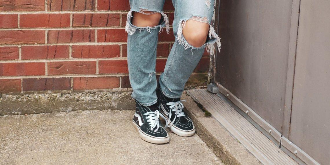 ¿Por qué los expertos dicen que no deberías usar tus zapatos de calle dentro de la casa?