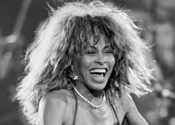 """Tuve una vida abusiva"": Tina Turner se despide de sus fans con impactante documental"
