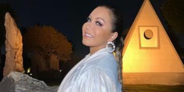 Sin miedo a ser criticada: Chiqui Rivera se muestra en bata y con mascarilla verde