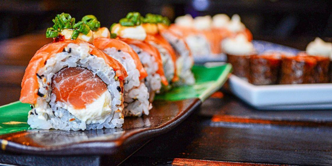 Cientos de personas cambiaron su nombre a 'salmón' en Taiwán para comer sushi gratis