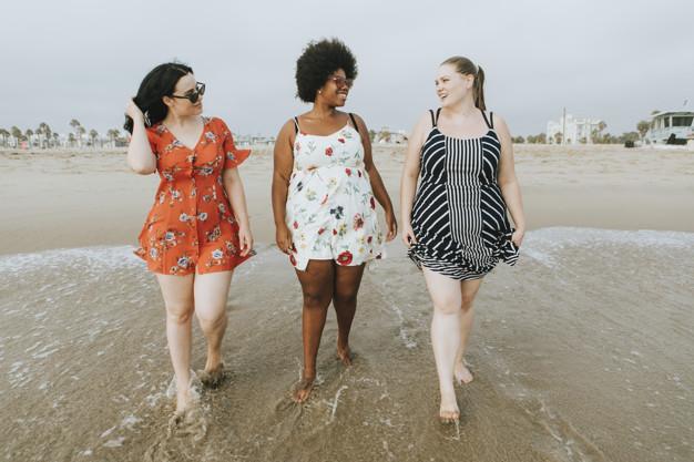 Siempre con estilo: tips de vestimenta para las mujeres que son curvy y bajitas