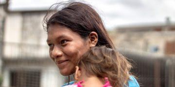 Indígenas crían a sus hijos para ayudar en el hogar sin regañarlos: ¿cómo lo hacen?