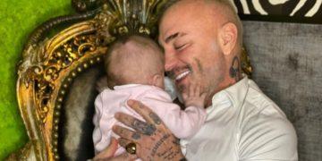 Gianluca Vacci enternece con video alimentando a su hija