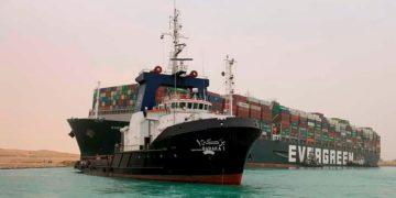 barco Ever Given en el canal del Suez