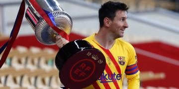 Messi alzó su título 35 con el Barcelona