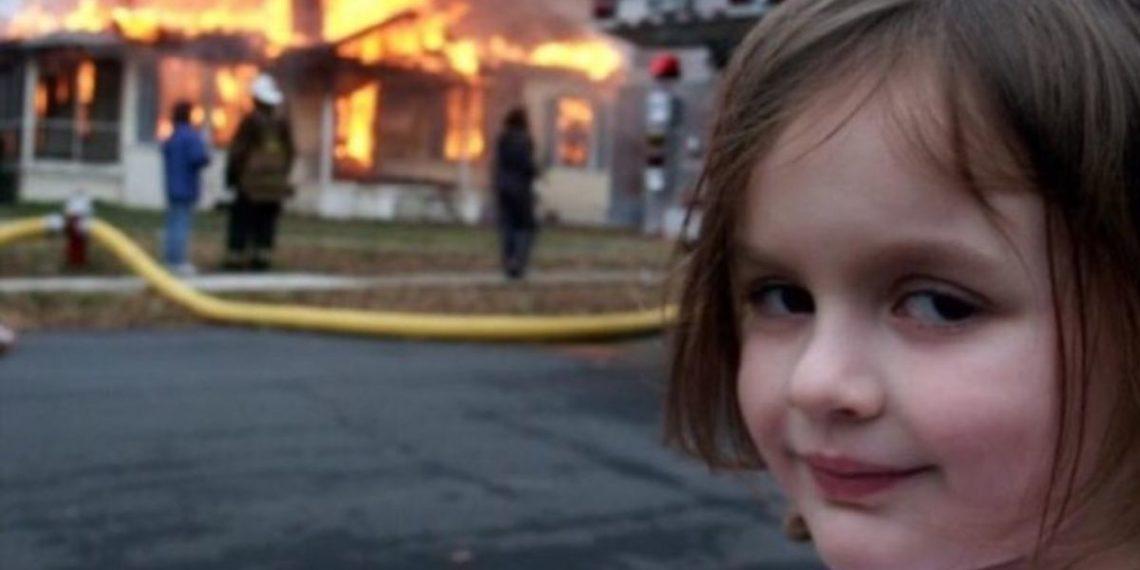 la niña desastre vende su meme popular en las redes sociales