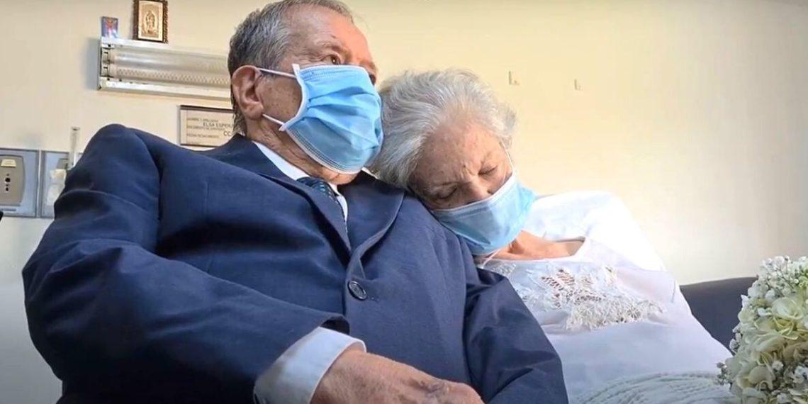 Abuelos se casan en una clínica tras superar el COVID-19