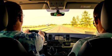 conductor lleva cadáver como copiloto