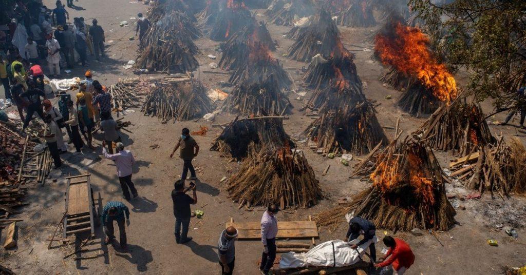 cremación en India por el COVID-19