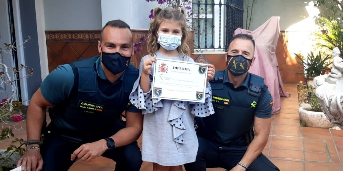 Niña de siete años le salva la vida a su madre luego de que sufriera un desmayo