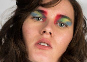Cejas rasuradas, decoradas y de colores: las tendencias en tiempos de mascarilla