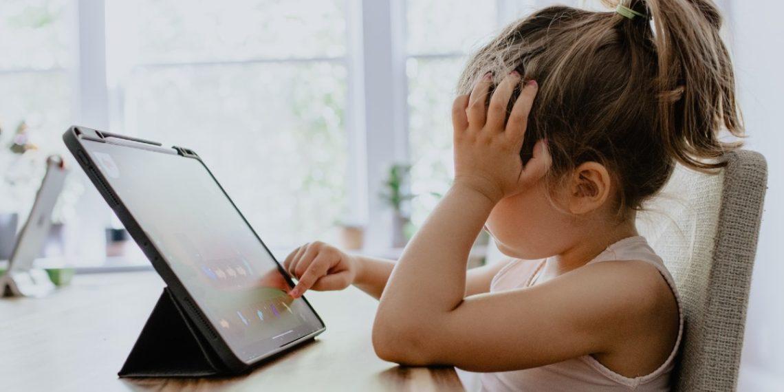 Clases virtuales pueden ser perjudiciales para la salud mental de los niños, según el CDC