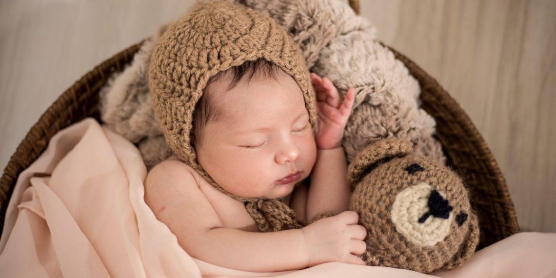 """""""El sereno"""" no existe: pediatra desmiente los mitos sobre los recién nacidos"""