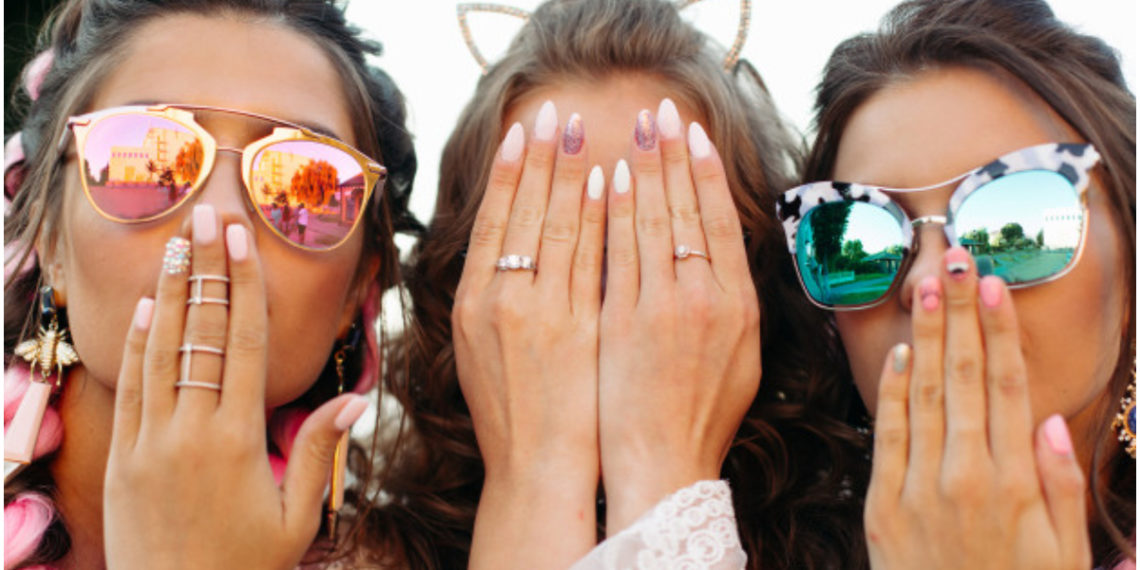 Diseños fáciles y atractivos de manicure para uñas cortas con las que puedes estar a la moda