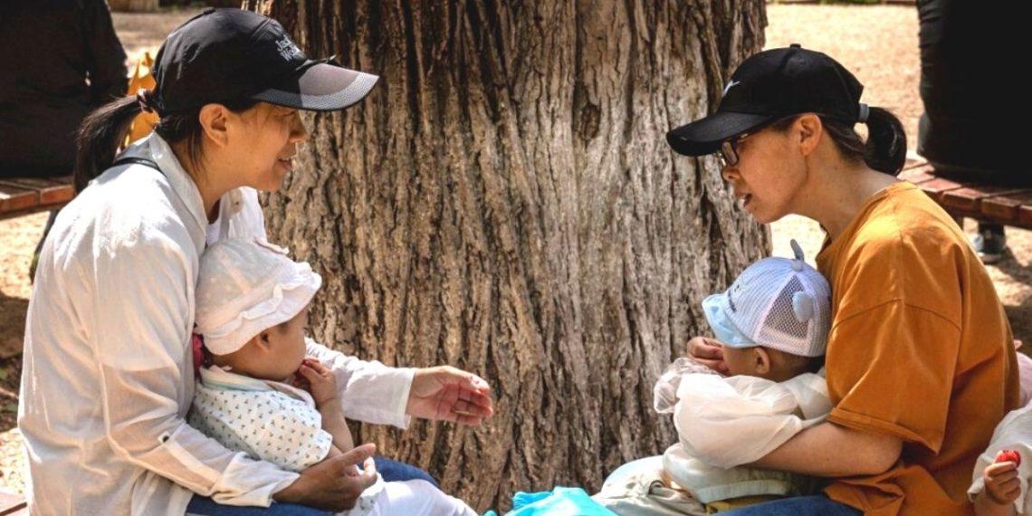 China autoriza tener hasta tres hijos por familia para enfrentar el envejecimiento de su población