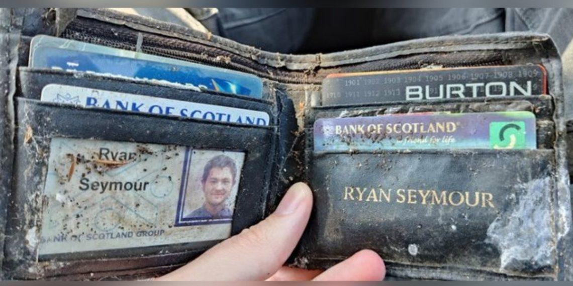 Hombre recupera la billetera que le habían robado hace 20 años en un bar
