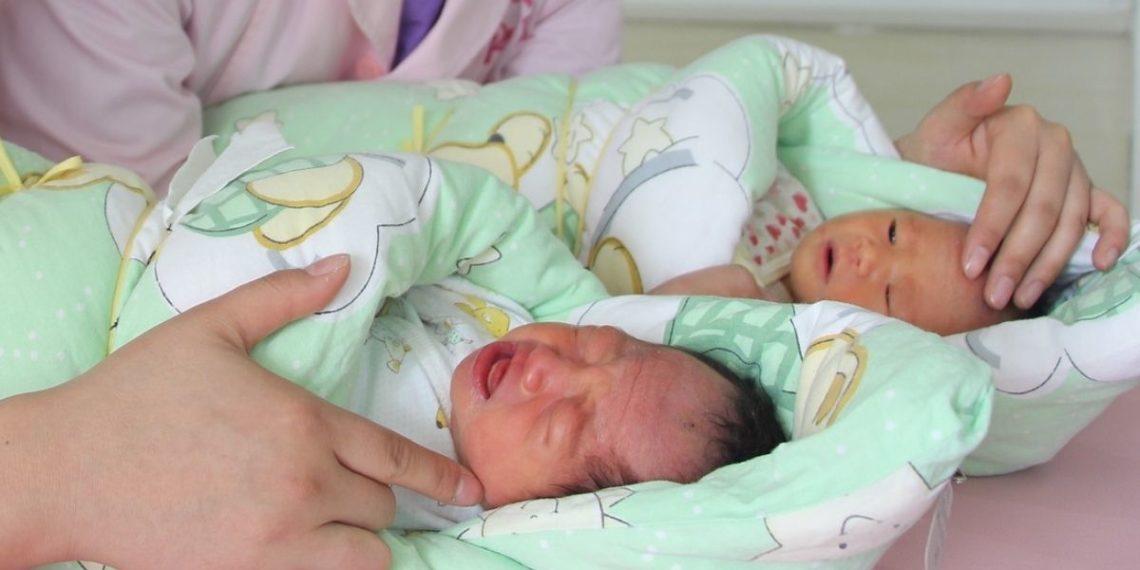 Dos hermanos se vuelven padres el mismo día en un hospital de Estados Unidos