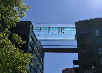 Sky Pool, la impresionante piscina transparente construida en Londres