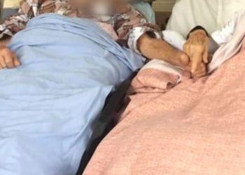 Abuelo pide estar con su esposa para tomar su mano y luego fallece