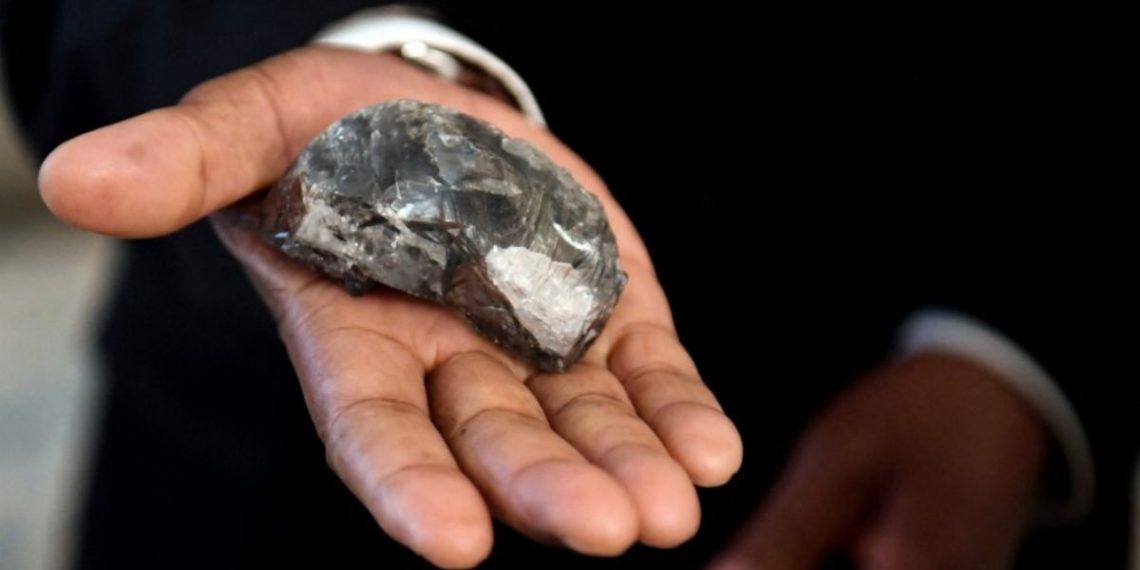 Descubre un segundo diamante gigante en un solo mes en Botsuana que sería el tercero más grande del mundo.